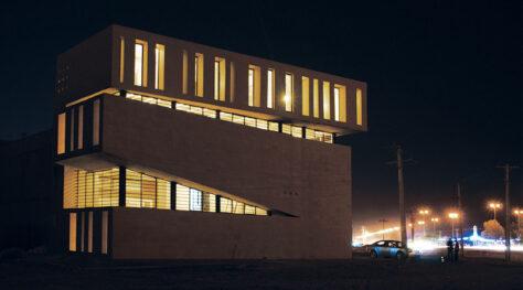 Abadan Residential Apartment / Farshad Mehdizadeh, Raha Ashrafi