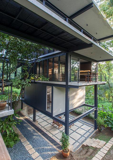 Tree Hugger House / BAAD Studio (Philippine)