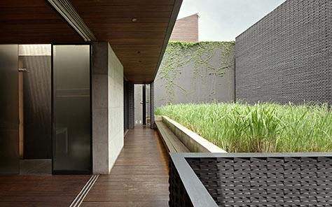 AW Residence / Andramatin (Indonesia)