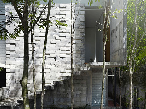 Dog Concrete House / Kevin Mark Low (Malaysia)