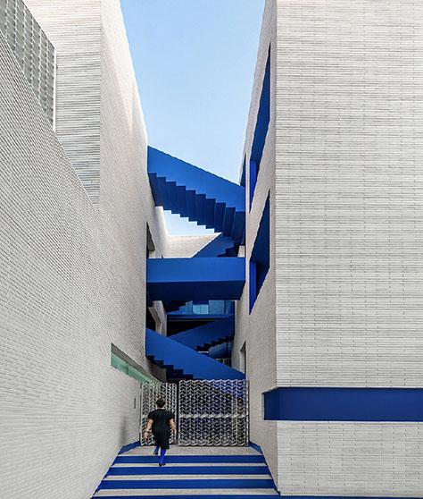 رتبه اول: ساختمان مسکونی پاکت / معماران رویداد (زهرا آرمند، مصطفی امیدبخش)