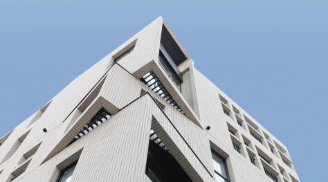 Corner Apartment / Milad Ensafian + Raavi Studio